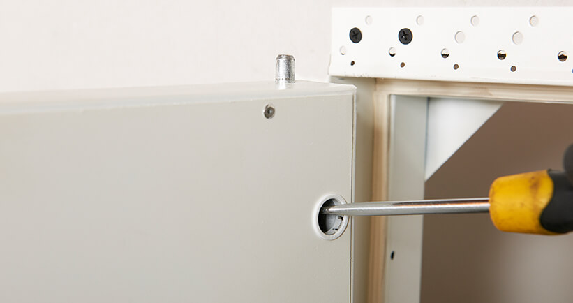 Quick-release pivot hinge